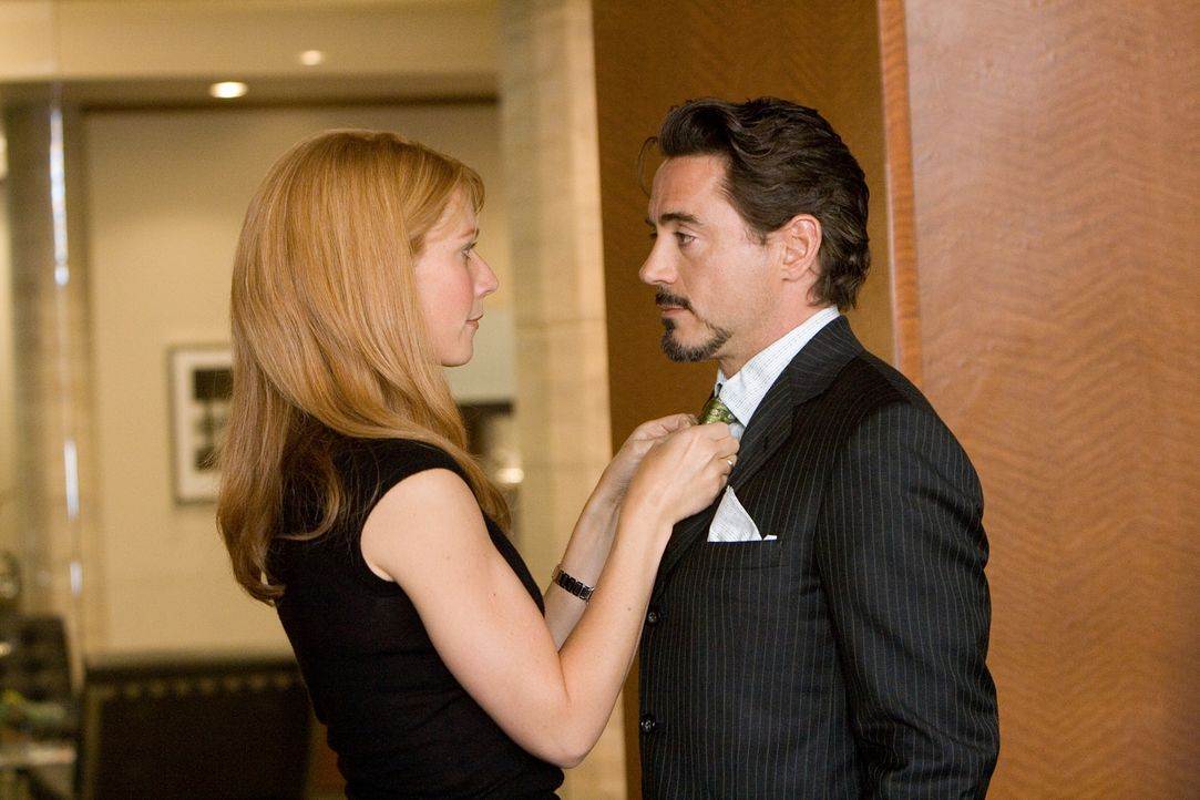 Wie wird seine Assistentin Pepper Potts (Gwyneth Paltrow, l.) reagieren, wenn sie erfährt, dass Tony Stark (Robert Downey Jr., r.) der Mann im Iron... - Bildquelle: 2008 MVL Film Rinance LLC. All Rights reserved.