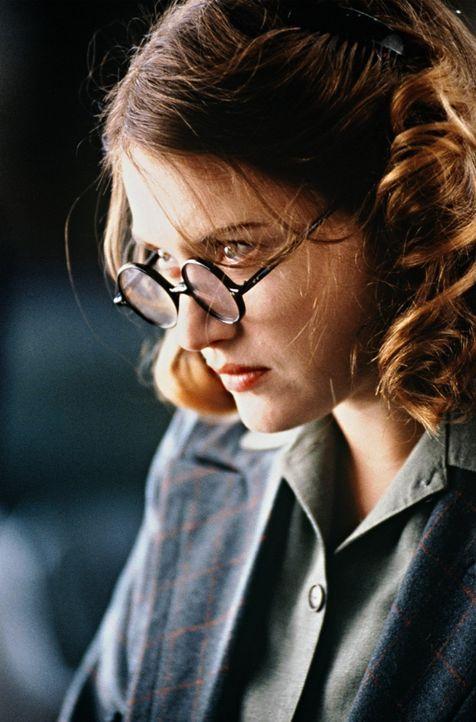 Ist Tom Jericho bei seiner Suche nach Claire behilflich: Hester Wallace (Kate Winslet) ... - Bildquelle: Senator Film