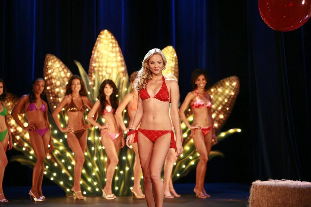 Um neue Freunde zu gewinnen, hat sich Kara (Laura Vandervoort) für einen Schönheitswettbewerb angemeldet. Dass ihre Gegnerinnen auch Superkräfte hab... - Bildquelle: Warner Bros.