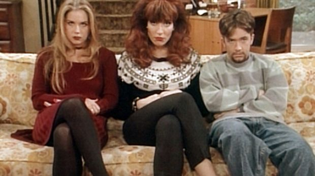 Kelly (Christina Applegate, l.), Peggy (Katey Sagal, M.) und Bud (David Faust...