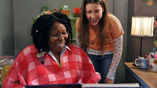 Während Sue (Eden Sher, r.) eine Verbindung zur Vertrauenslehrerin Mrs. Marsh...