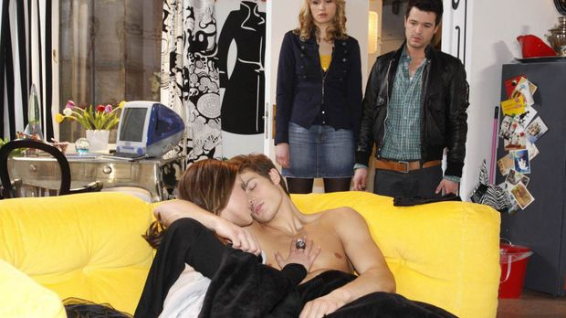 Jessica (Isabell Ege 2.v.r.) hat erkannt, dass Moritz (Eugen Bauder, 2.v.l.)...
