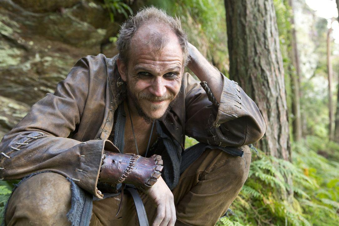 Der seltsame Bootsbauer Floki (Gustaf Skarsgård) ist der entscheidende Teil in Ragnars Plan ... - Bildquelle: 2013 TM TELEVISION PRODUCTIONS LIMITED/T5 VIKINGS PRODUCTIONS INC. ALL RIGHTS RESERVED.