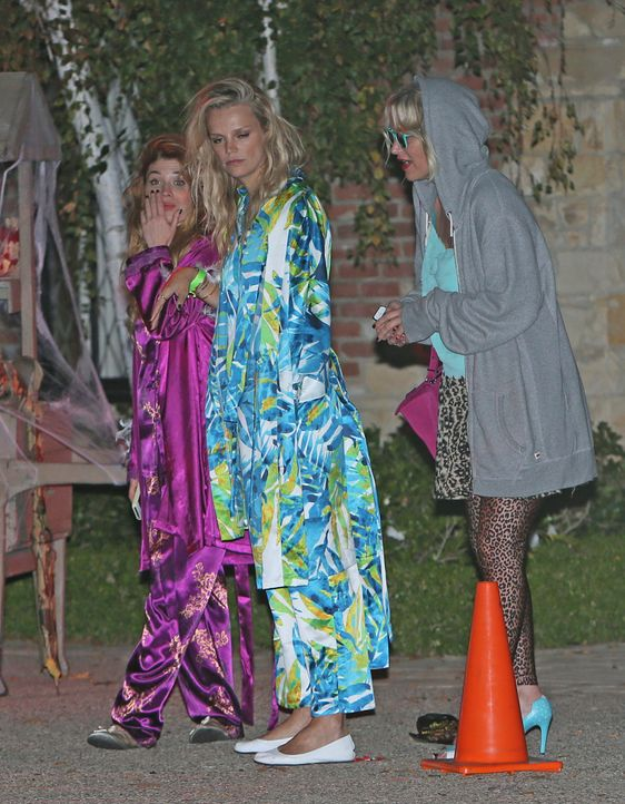 Jessica-Alba-Cash-Warren-Pre-Halloween-Party-13-10-27-Michael-Wright-WENN - Bildquelle: Michael Wright/WENN.com