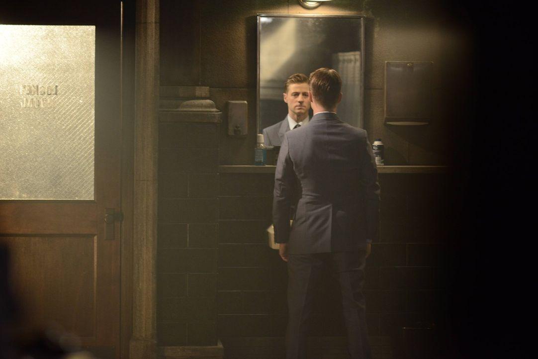 Gordon (Ben McKenzie) wurde in den uniformierten Dienst degradiert und nach einer Handgreiflichkeit mit einem Kollegen gefeuert. Um seinen Job wiede... - Bildquelle: Warner Brothers