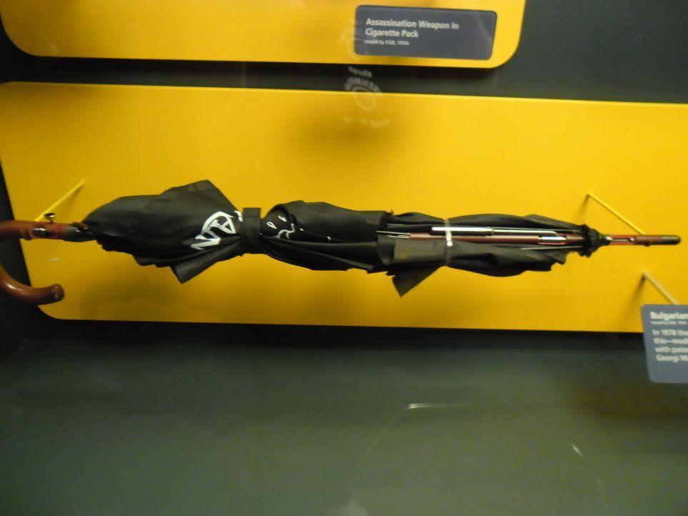 Don Wildman nimmt einen Schirm unter die Lupe, der bei einem Mord während des Kalten Krieges eine Rolle spielte ... - Bildquelle: The Travel Channel, L.L.C. All Rights reserved.