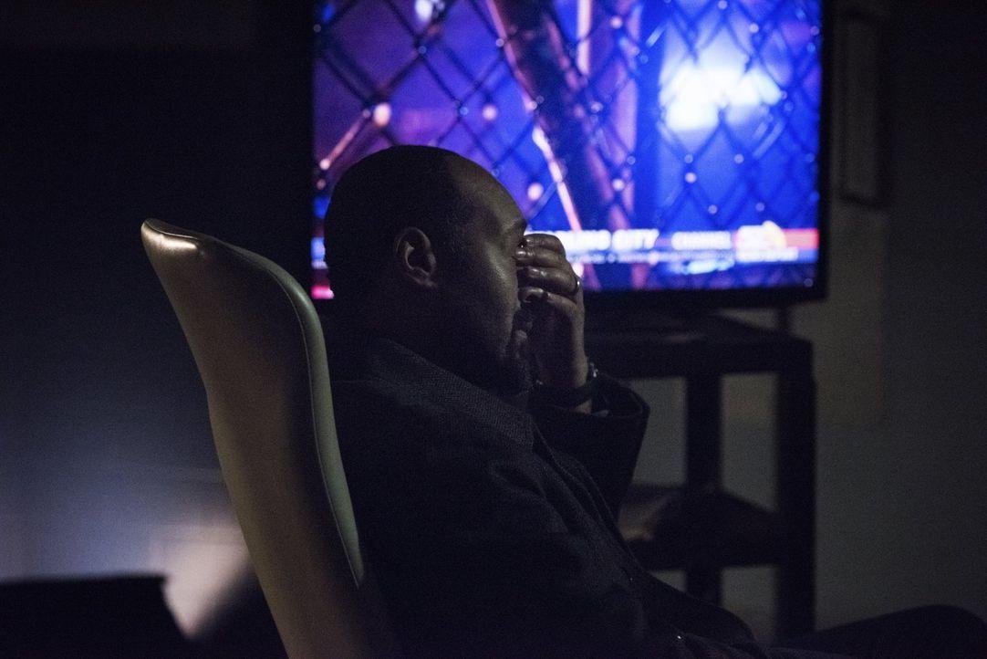 Plötzlich fängt Joe (Jesse L. Martin) an daran zu zweifeln, ob er wirklich die richtige Entscheidung getroffen hat, als Barry nach dem Blitzschlag i... - Bildquelle: Warner Brothers.