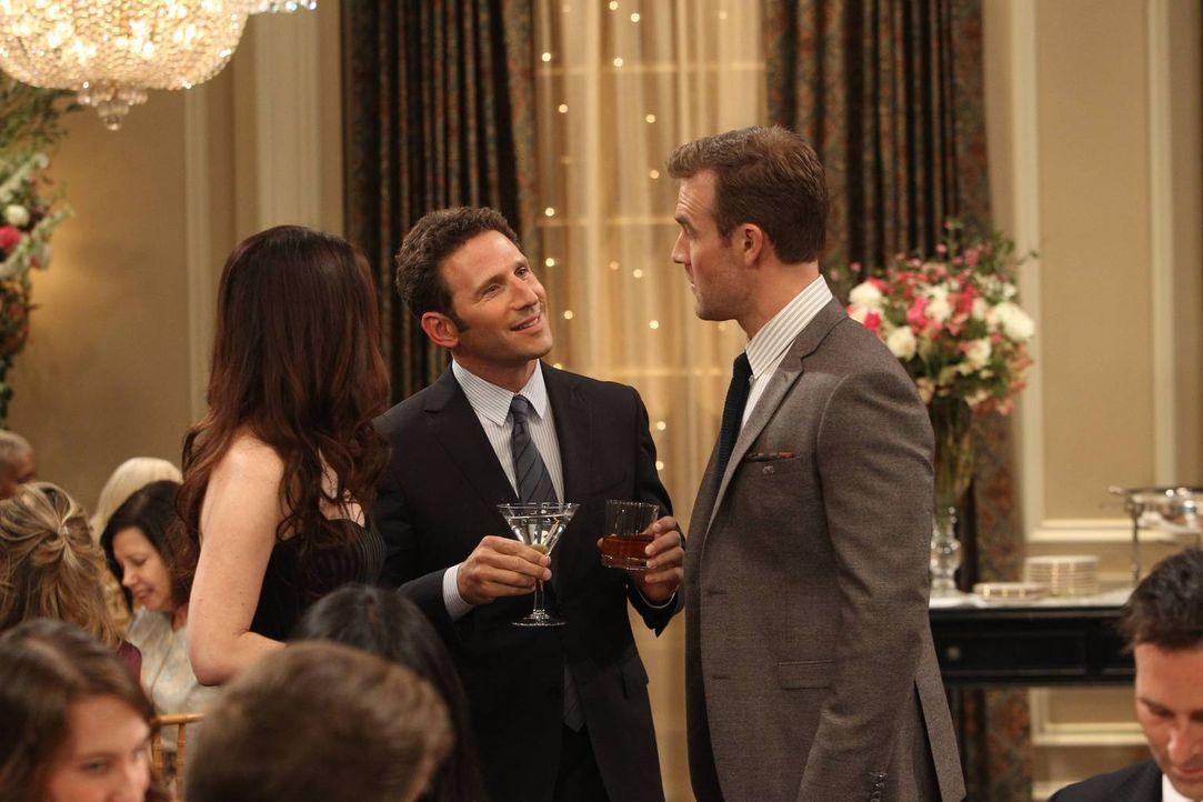 Kate (Zoe Lister Jones, l.) glaubt, mit Simon (Mark Feuerstein, M.) einen wirklich guten Fang gemacht zu haben, wäre da nicht Will (James Van Der Be... - Bildquelle: 2013 CBS Broadcasting, Inc. All Rights Reserved.