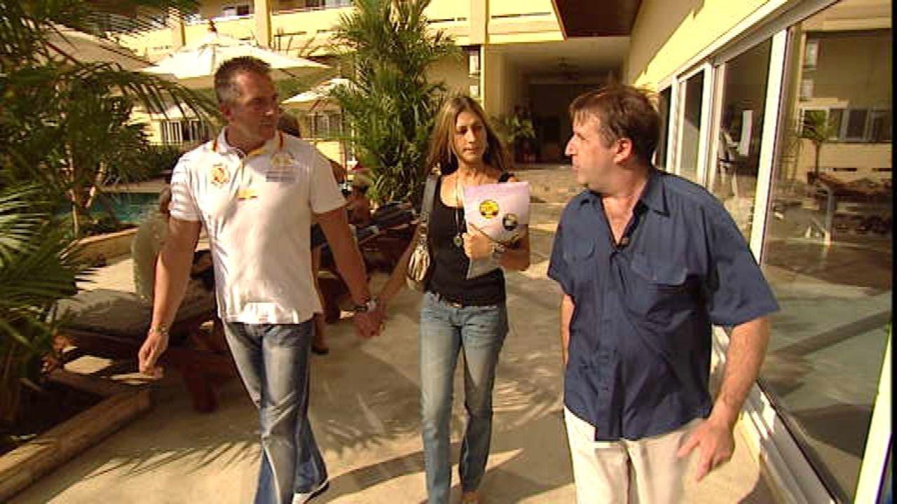 Auf der Suche nach einer geeigneten Wohnung in Pattaya: Olav (l.) und Anna (M.) ... - Bildquelle: SAT.1