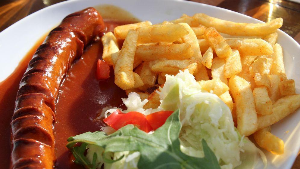 Currywurst mit Pommes Frites - Bildquelle: Pixabay