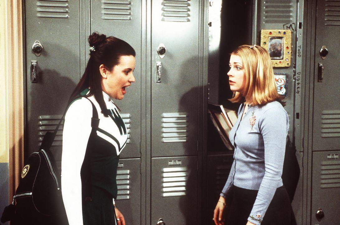 Libby (Jenna Leigh Green, l.) und Sabrina (Melissa Joan Hart, r.) haben wieder eine kleine Meinungsverschiedenheit. - Bildquelle: Paramount Pictures