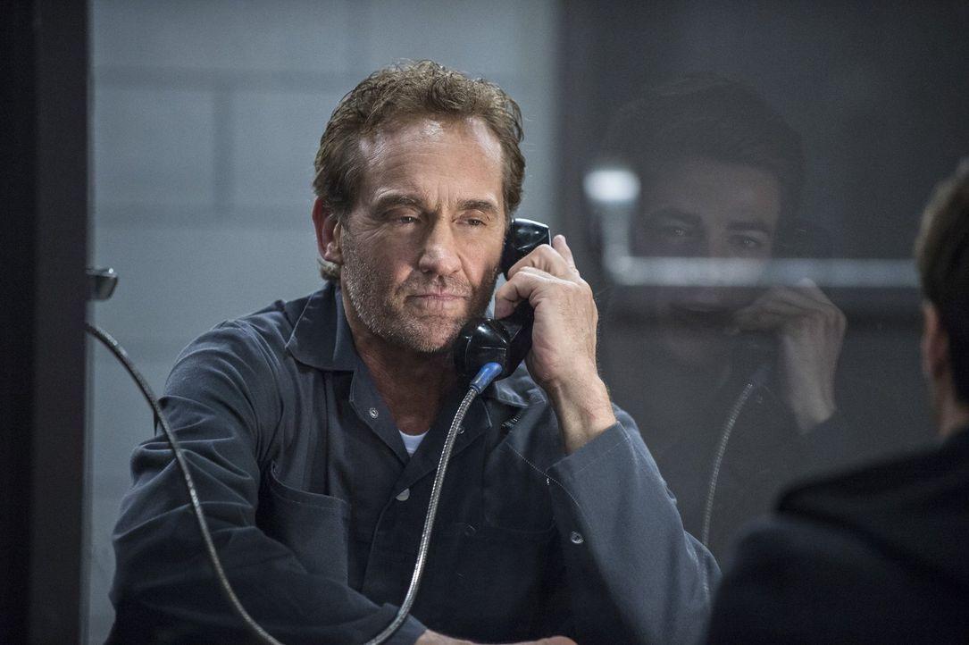 Barry versucht weiterhin, die Unschuld seines Vaters Henry (John Wesley Shipp) zu beweisen ... - Bildquelle: Warner Brothers.