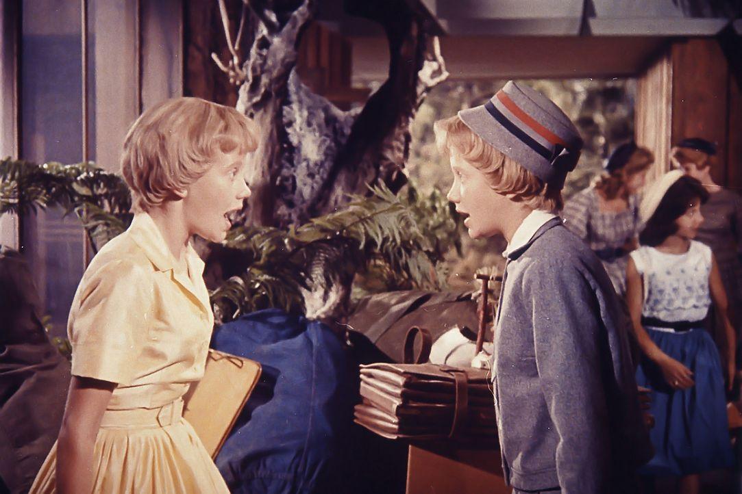 Die 13-jährigen Mädchen Sharon McKendrick und Susan Evers (Hayley Mills) treffen zufällig in einem Ferienlager aufeinander. Aufgrund ihrer Ähnlichke... - Bildquelle: Walt Disney Company.  All Rights Reserved.