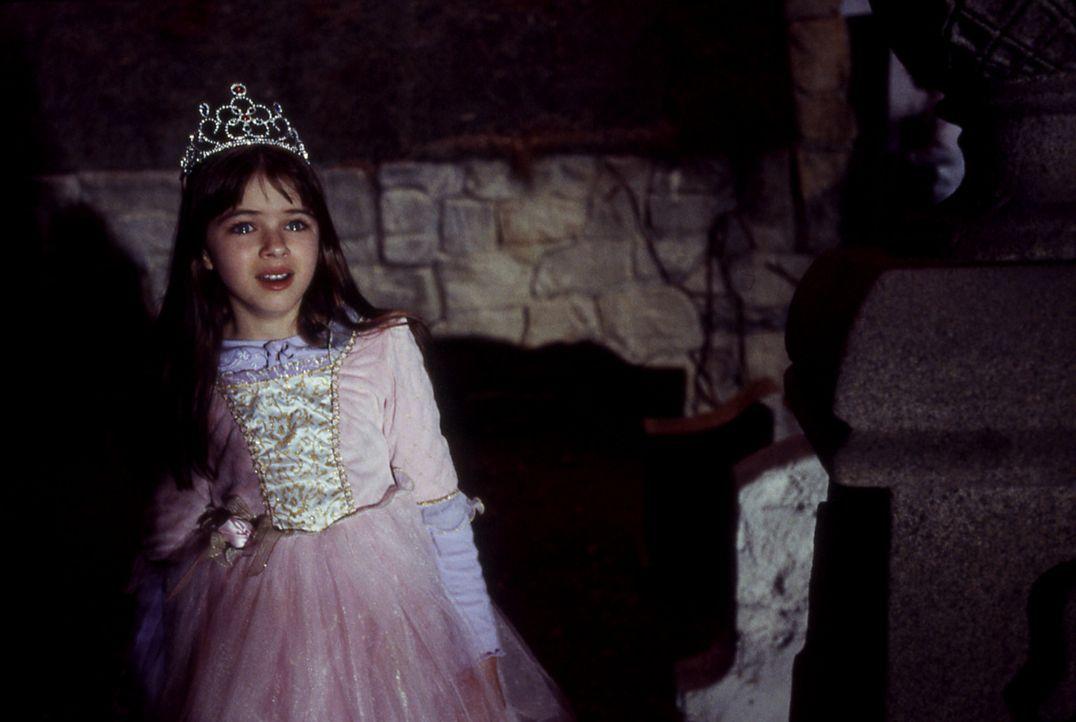 Kaum im neuen Haus angekommen, bemerkt die kleine Jamie (Stephanie Patton), dass etwas Unheimliches im Hinterhalt lauert - und zuschlagen möchte ... - Bildquelle: Echo Bridge Entertainment LLC