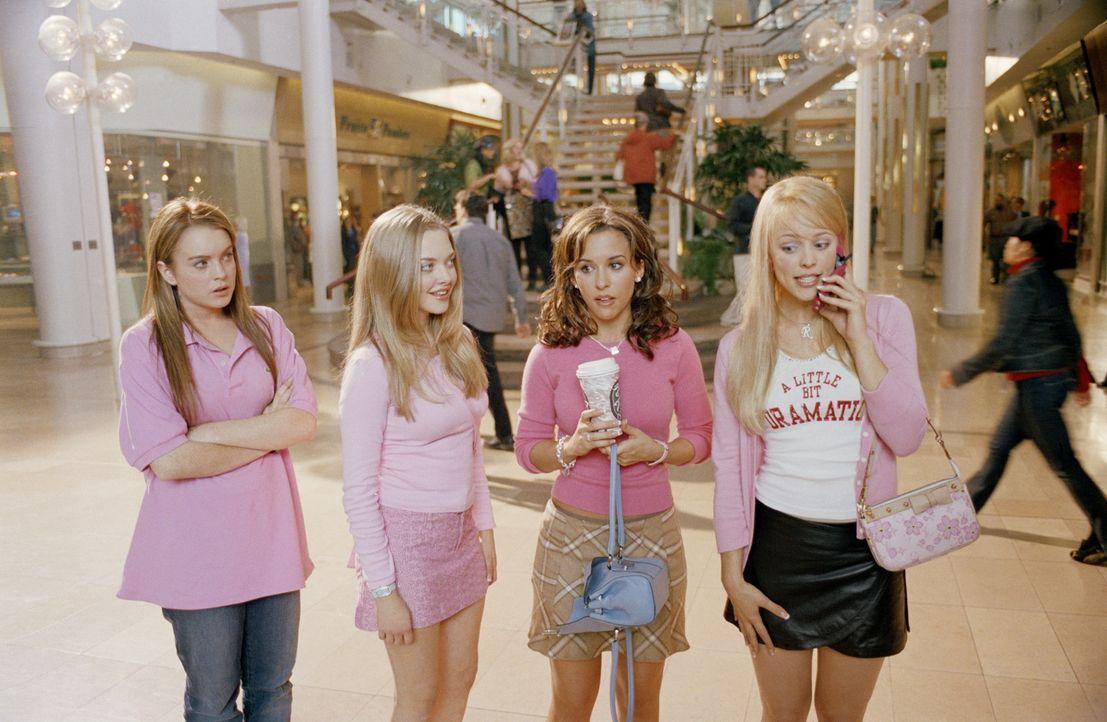 """Als Cady (Lindsey Lohan, l.) nach Illinois zieht, muss sie sich in der Schule neue Freundschaften schließen. Sie landet erst mal bei den """"Plastic-G... - Bildquelle: Paramount Pictures"""