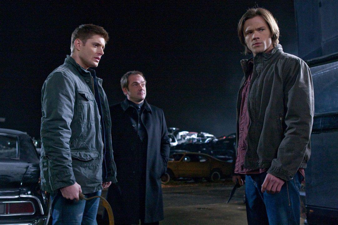 Crowley (Mark Sheppard, M.) bietet an, den Aufenthaltsort des Todes im Tausch gegen Bobbys Seele zu offenbaren, während Pestilenz einen tödlichen Vi... - Bildquelle: Warner Brothers