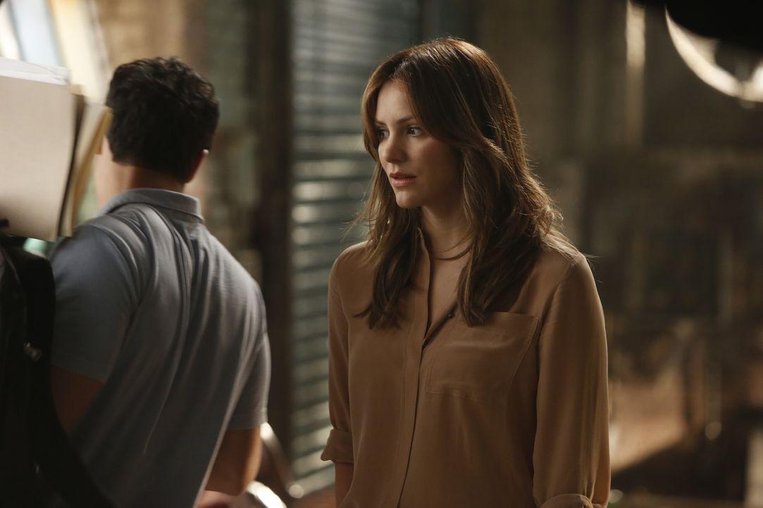 Als Paige (Katharine McPhee) erkennt, dass Walter noch nicht ganz fit ist, schlägt sie ihm vor, gemeinsam an dem Problem zu arbeiten - natürlich nur... - Bildquelle: Monty Brinton 2015 CBS Broadcasting, Inc. All Rights Reserved.