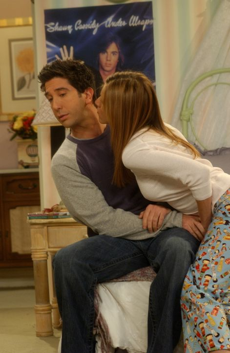 Wird es Rachel (Jennifer Aniston, r.) gelingen, Ross (David Schwimmer, l.) zu verführen? - Bildquelle: 2003 Warner Brothers International Television