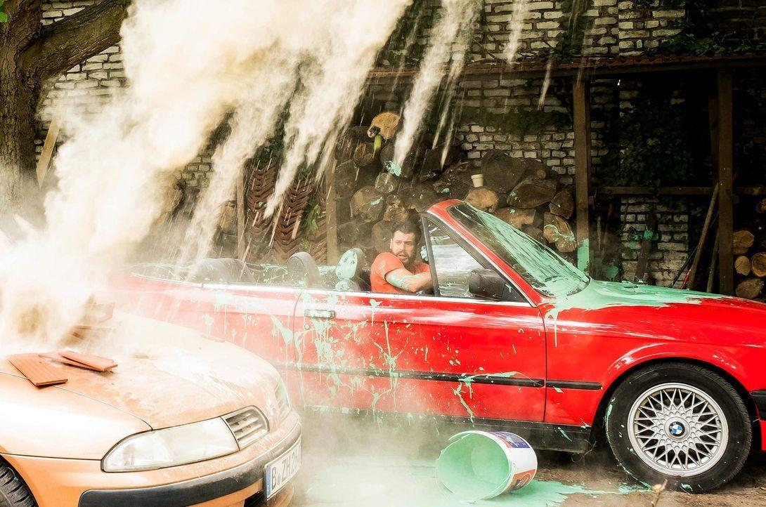 Auch Pedro (Manuel Cortez) muss erleben, dass das Haus sich bitterböse zu rächen versteht ... - Bildquelle: Gordon Mühle SAT.1