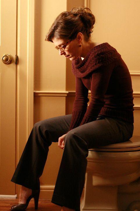 Da ihr niemand glauben will, sperrt sich Sylvia (Melora Walters) bei Bree im Badezimmer ein ... - Bildquelle: ABC Studios
