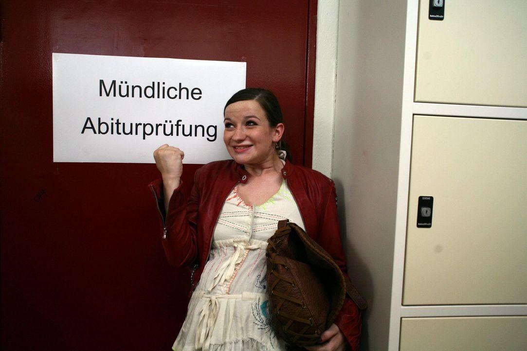 Abitur bestanden! Jetzt will sich Marla (Nina Gummich) voll auf ihren Traum, Musikjournalistin zu werden, konzentrieren. Da erhält sie die einmalig... - Bildquelle: SAT.1