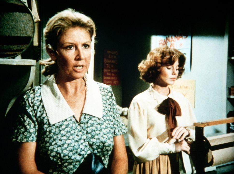 Daisy (Deirdre Lenihan, r.), die ehemalige Verlobte von John-Boy, wohnt mit ihrer Tochter für einige Zeit bei den Waltons. Olivia (Michael Learned,... - Bildquelle: WARNER BROS. INTERNATIONAL TELEVISION