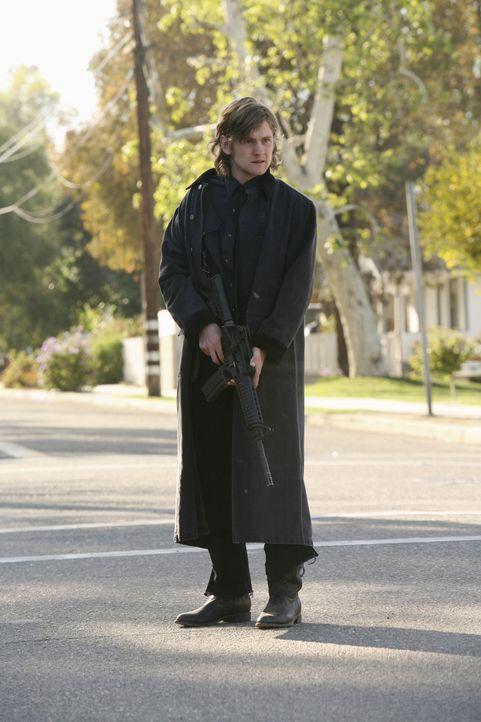 Ein neuer Fall wartet auf die Agenten. Der Schüler Owen Savage (Cody Kasch) hält sich auf einer Farm versteckt, von wo aus er einen Rachefeldzug f... - Bildquelle: Touchstone Television