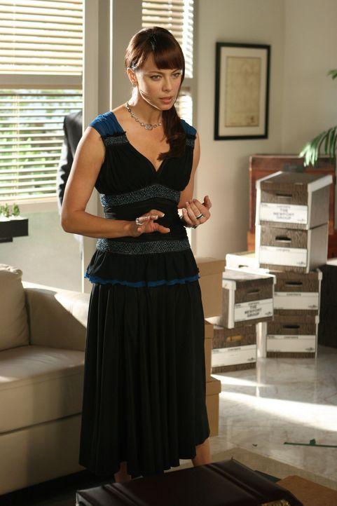 Julie (Melinda Clarke) ahnt nichts von Jimmys erneuten Geldsorgen ... - Bildquelle: Warner Bros. Television
