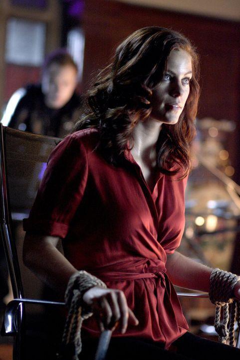 Um Davis aufzuhalten, benötigt Tesse (Cassidy Freeman) die Hilfe der Meteoritenfreaks. Die reagieren allerdings nicht nett, als sie herausfinden, da... - Bildquelle: Warner Bros.