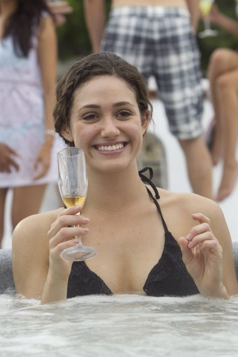 Kann Fiona (Emmy Rossum) die Zeit auf Steves Bootsparty genießen, auch wenn seine neue Freundin dabei ist? - Bildquelle: 2010 Warner Brothers