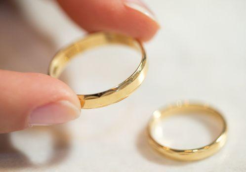 Heiratsantrag-Ring-2-dpa - Bildquelle: dpa