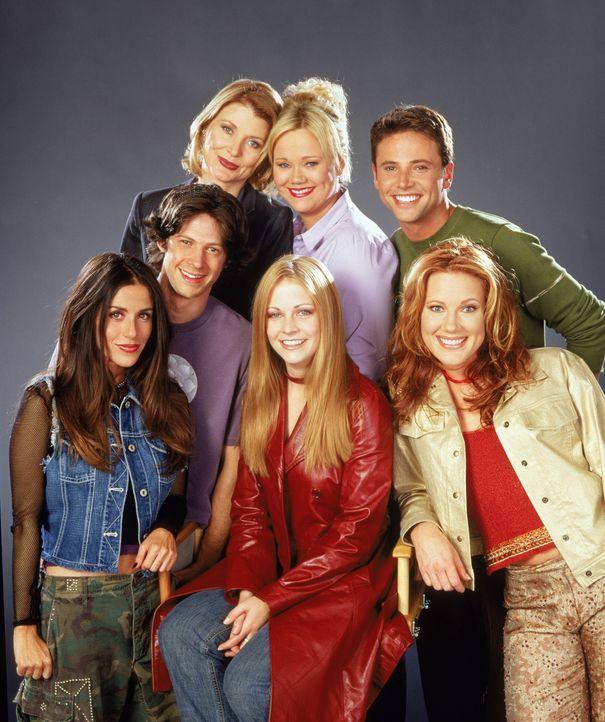 (5. Staffel) - Sabrina und ihre Vertrauten: (v.l.n.r.) Roxie King (Soleil Moon Frye), Miles Goodman (Trevor Lissauer), Zelda (Beth Broderick), Sabri... - Bildquelle: Paramount Pictures
