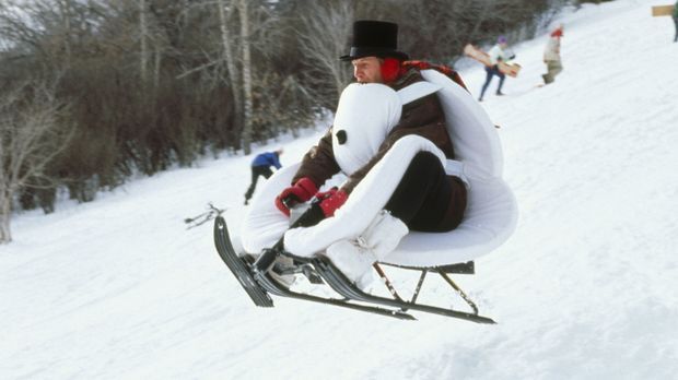 Auch TV-Wettermann Tom Brandston (Chevy Chase) hat großen Spaß im Schnee ......