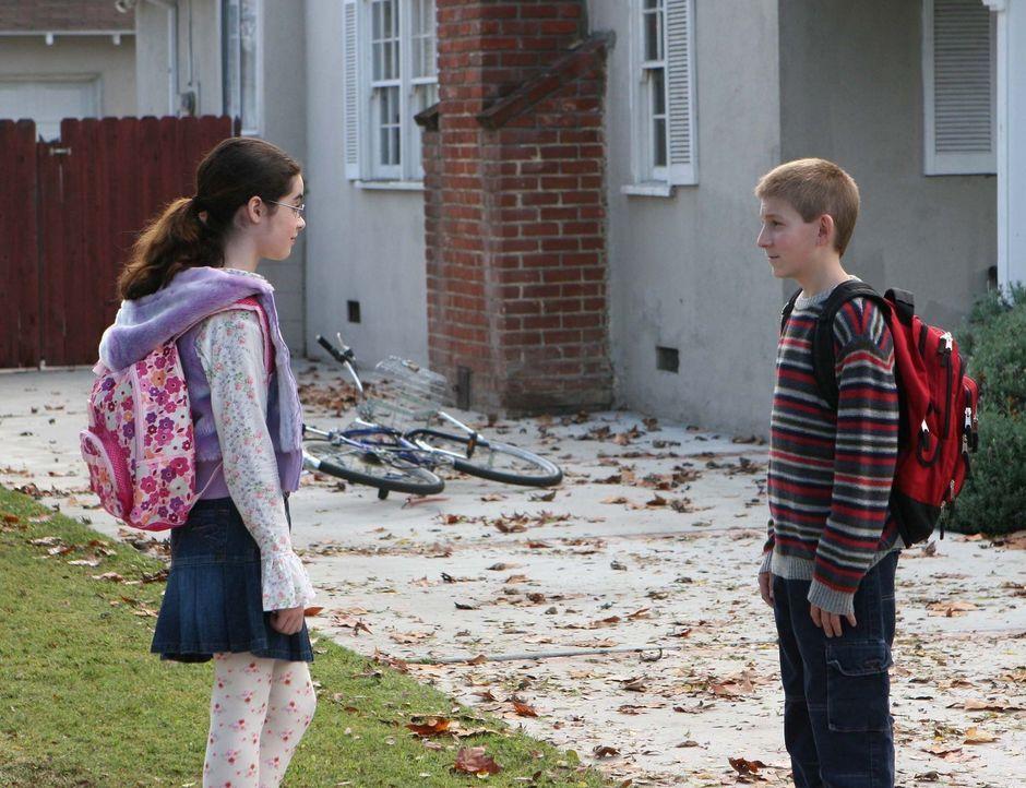 Hal kriegt mit, dass Dewey (Erik Per Sullivan, r.) ein Mädchen aus seiner Schule toll findet und versucht ihm bei den ersten Annäherungsversuchen... - Bildquelle: TM +   2000 Twentieth Century Fox Film Corporation. All Rights Reserved.