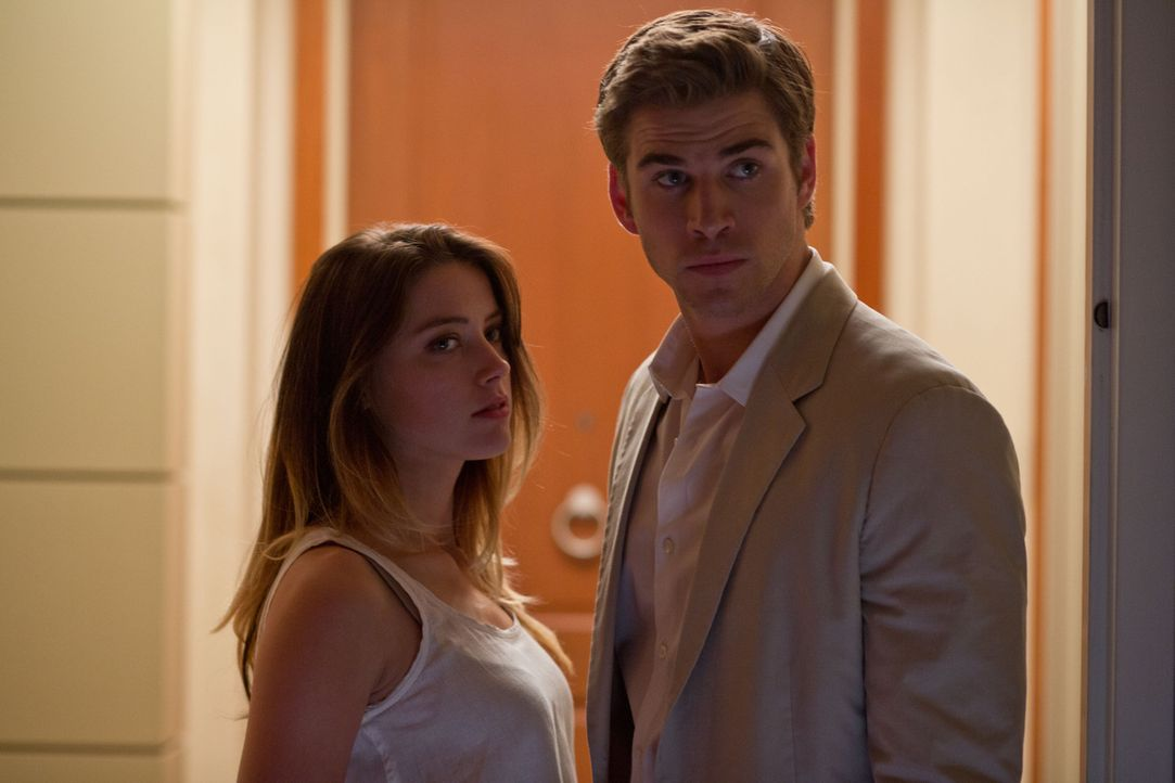 Adam Cassidy (Liam Hemsworth, r.) findet in der Eikon-Marketingchefin Emma Jennings (Amber Heard, l.) seine Traumfrau - doch sein falsches Spiel bri... - Bildquelle: 2012 Paranoia Acquisitions LLC. All rights reserved.