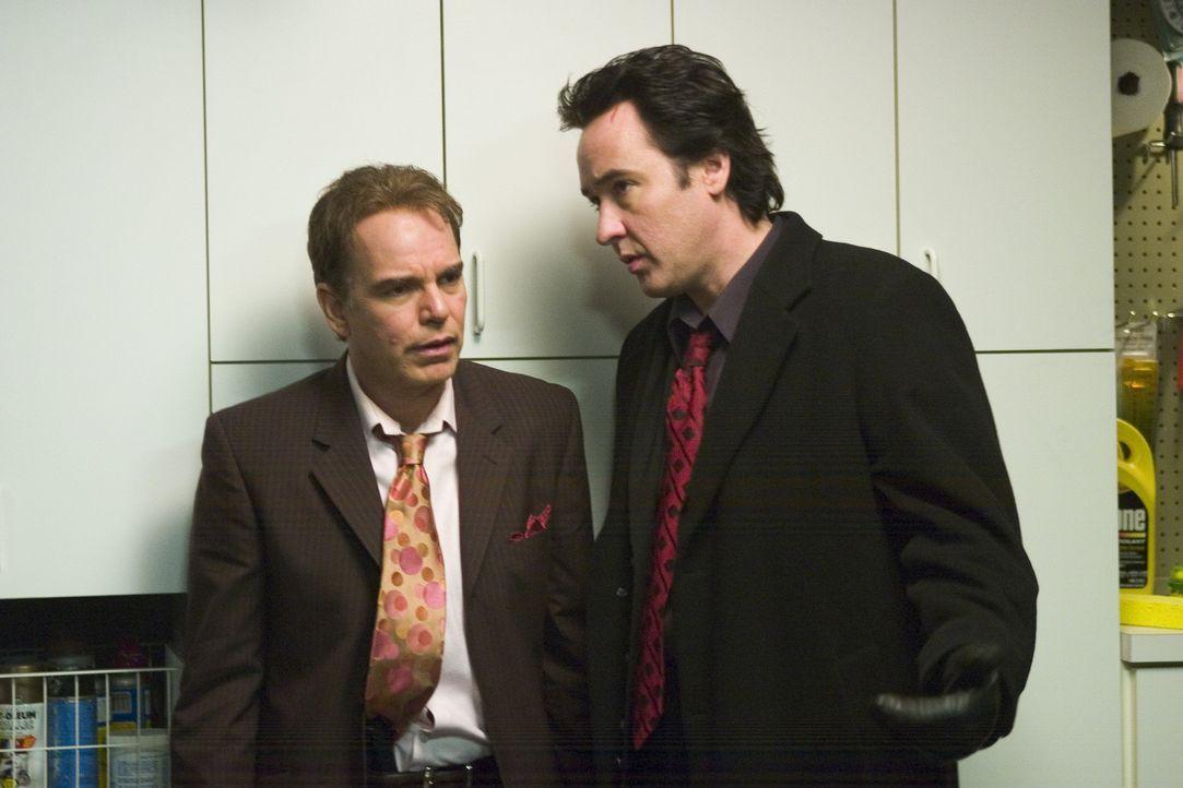 Nur eine Nacht müssen der Mafiaanwalt Charlie Arglist (John Cusack, r.) und sein kaltblütiger Kumpel Vic (Billy Bob Thornton, l.) in ihrem Heimatk... - Bildquelle: 2005 Focus Features LLC. All Rights Reserved.