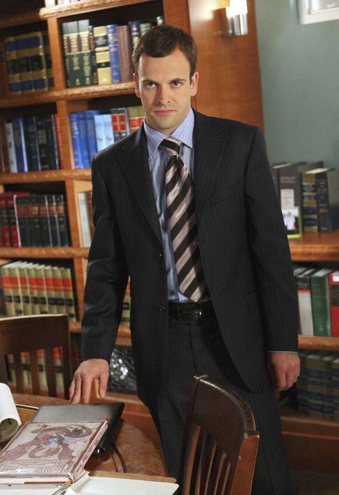 Eli (Jonny Lee Miller) zieht gegen einen Arzt vor Gericht. Dieser arbeitet jedoch ausgerechnet in dem Krankenhaus, wo er sich operieren lassen will... - Bildquelle: Disney - ABC International Television