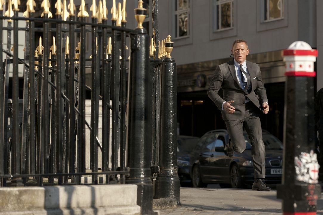 James Bond (Daniel Craig), der Agent seiner Majestät, im Einsatz ... - Bildquelle: Skyfall   2012 Danjaq, LLC, United Artists Corporation and Columbia Pictures Industries, Inc. All rights reserved.