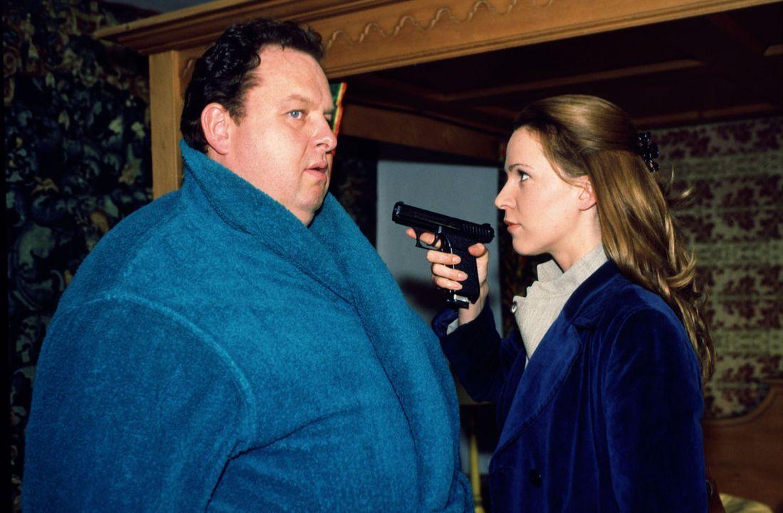 Chefinspektorin Renate Patscheder (Doris Schretzmayer, r.) hat ihren Verdächtigen gefunden: Kommissar Benno Berghammer (Ottfried Fischer, l.) soll d... - Bildquelle: Magdalena Mate Sat.1