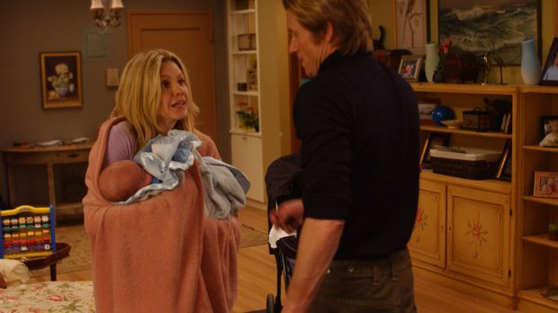 Janet (Andrea Roth, l.) wohnt mit den Kindern wieder bei Tommy (Denis Leary,...