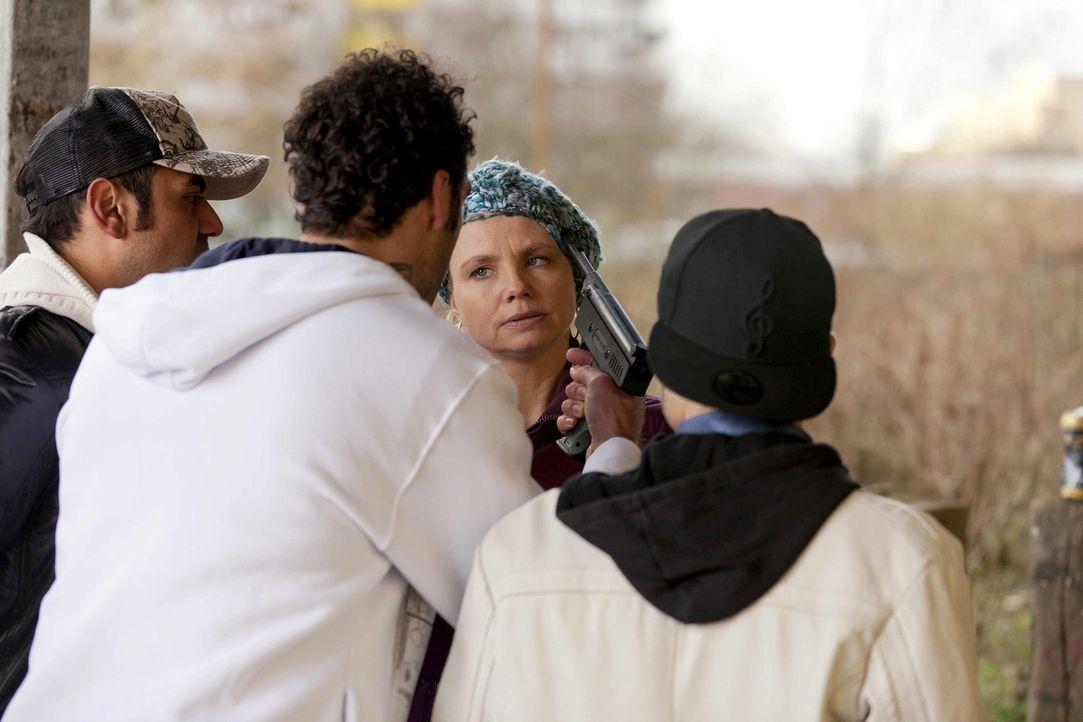 Als ob es nicht schon genug wäre, dass Danni (Annette Frier, 2.v.r.) Elli bei der Brautkleid-Suche behilflich sein soll, wird sie auch noch von Hass... - Bildquelle: Frank Dicks SAT.1