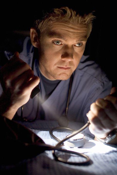 """Tropensturm """"Allison"""" wütet über Houston. Für Dr. Foster (Rick Schroder) und sein Team beginnt ein gnadenloser Kampf ums Überleben seiner Patienten... - Bildquelle: MMV Paramount Pictures Corporation. All Rights Reserved."""