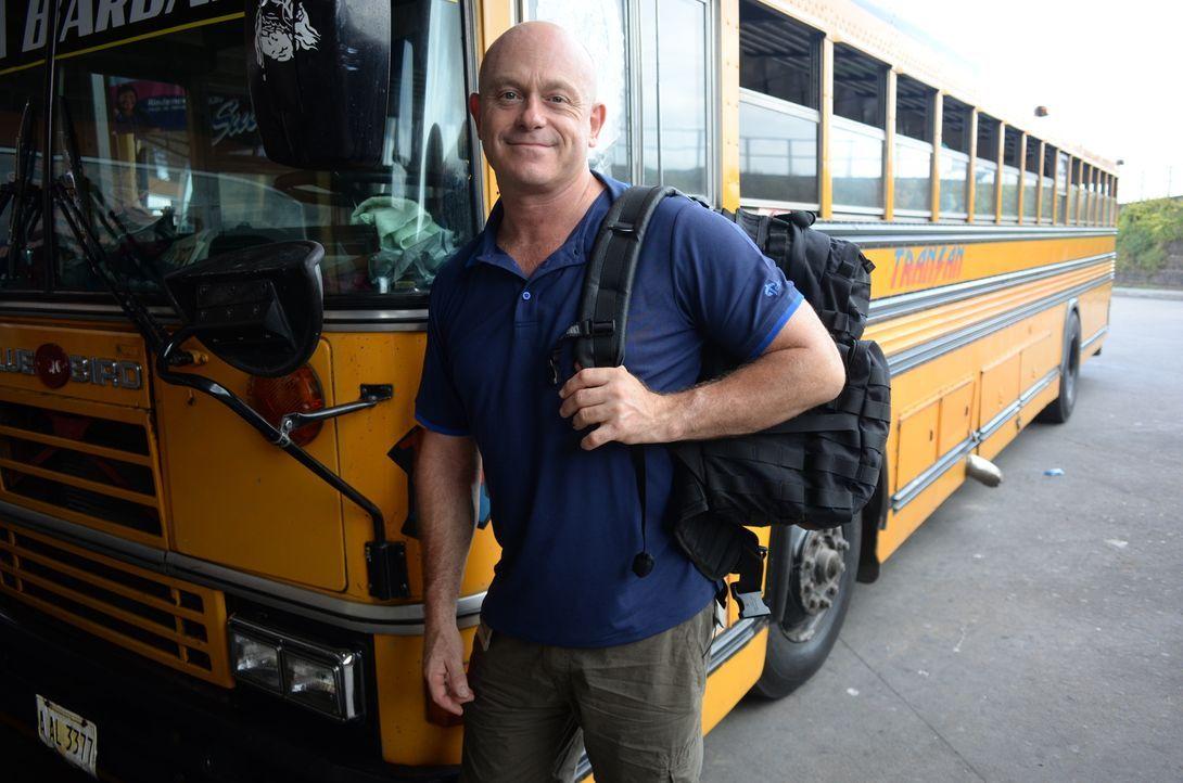 Um der gefährlichsten Stadt der Welt, San Pedro Sula, zu entkommen, nehmen die Auswanderer einiges auf sich. Schnell wird Ross Kemp bewusst, dass si... - Bildquelle: Freshwater Films Ltd 2015