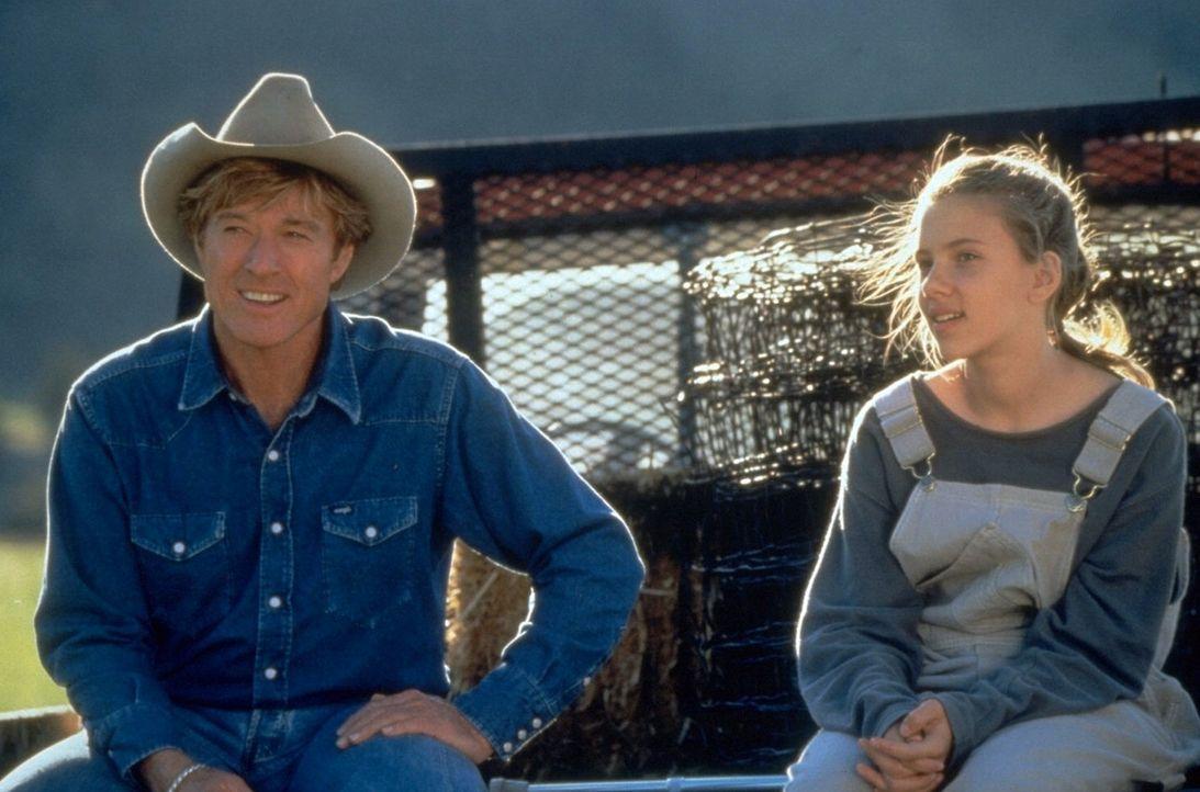 Bei einem Unfall mit ihrem Pferd hat Grace MacLean (Scarlett Johansson, r.) ein Bein verloren. Durch den Pferdeflüsterer Tom Booker (Robert Redford... - Bildquelle: Touchstone Pictures