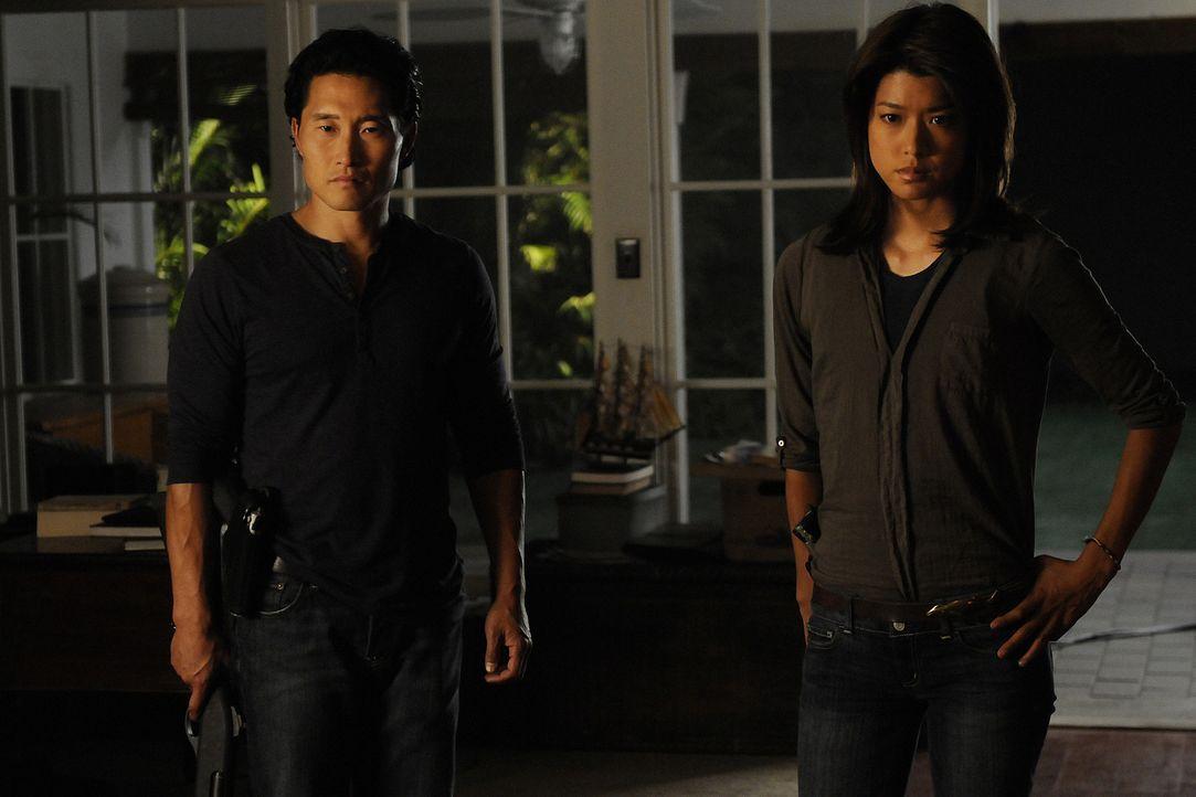 Ermitteln in einem neuen äußerst schwierigen Fall: Chin (Daniel Dae Kim, l.) und Kono (Grace Park, r.) ... - Bildquelle: TM &   2010 CBS Studios Inc. All Rights Reserved.