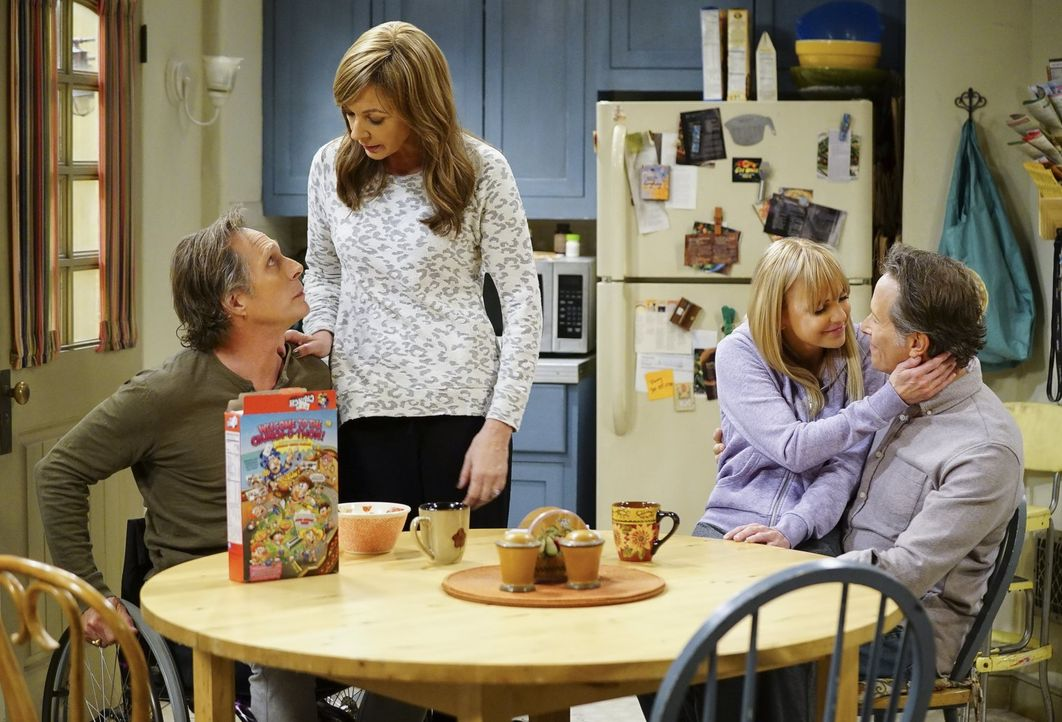 Als Jill rückfällig wird, bringt das die Pläne von Adam (William Fichtner, l.), Bonnie (Allison Janney, 2.v.l.), Christy (Anna Faris, 2.v.r.) und Pa... - Bildquelle: 2018 Warner Bros.
