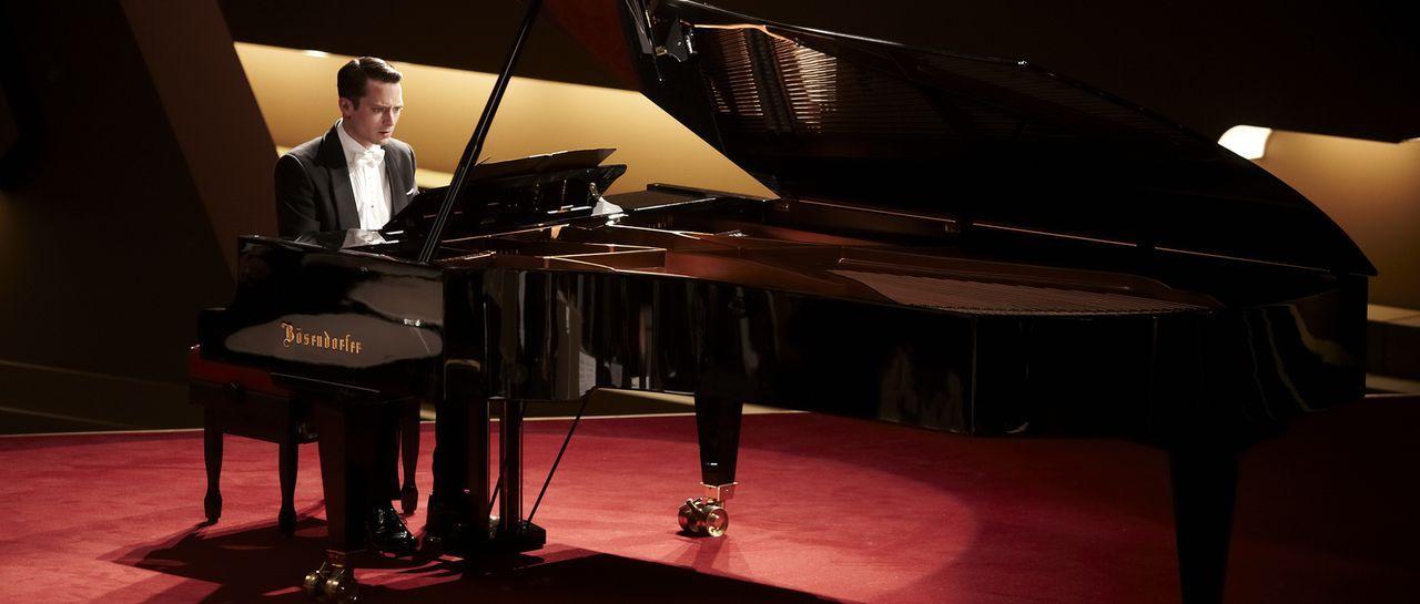 Muss das Konzert seines Lebend spielen: Konzertpianist Tom Selznick (Elijah Wood) ... - Bildquelle: Wild Bunch