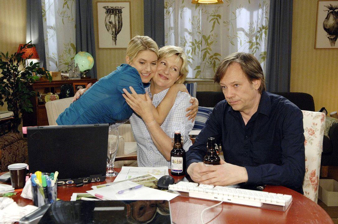 Anna (Jeanette Biedermann, l.) bittet ihre Eltern (Heike Jonca, M.; Rainer Will, r.) um Unterstützung bei der Firmengründung. - Bildquelle: Sat.1