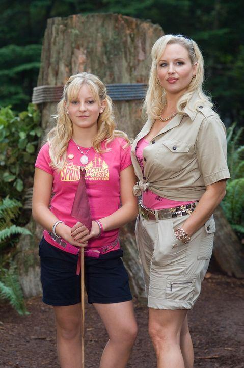 """Wollen unbedingt den Sommercamp-Cup gewinnen: Die """"Wespe"""" Skyler (Jianna Ballard, l.) und ihre Mutter Denise (April Telek, r.), die gerne auch noch... - Bildquelle: 2010 Warner Brothers"""