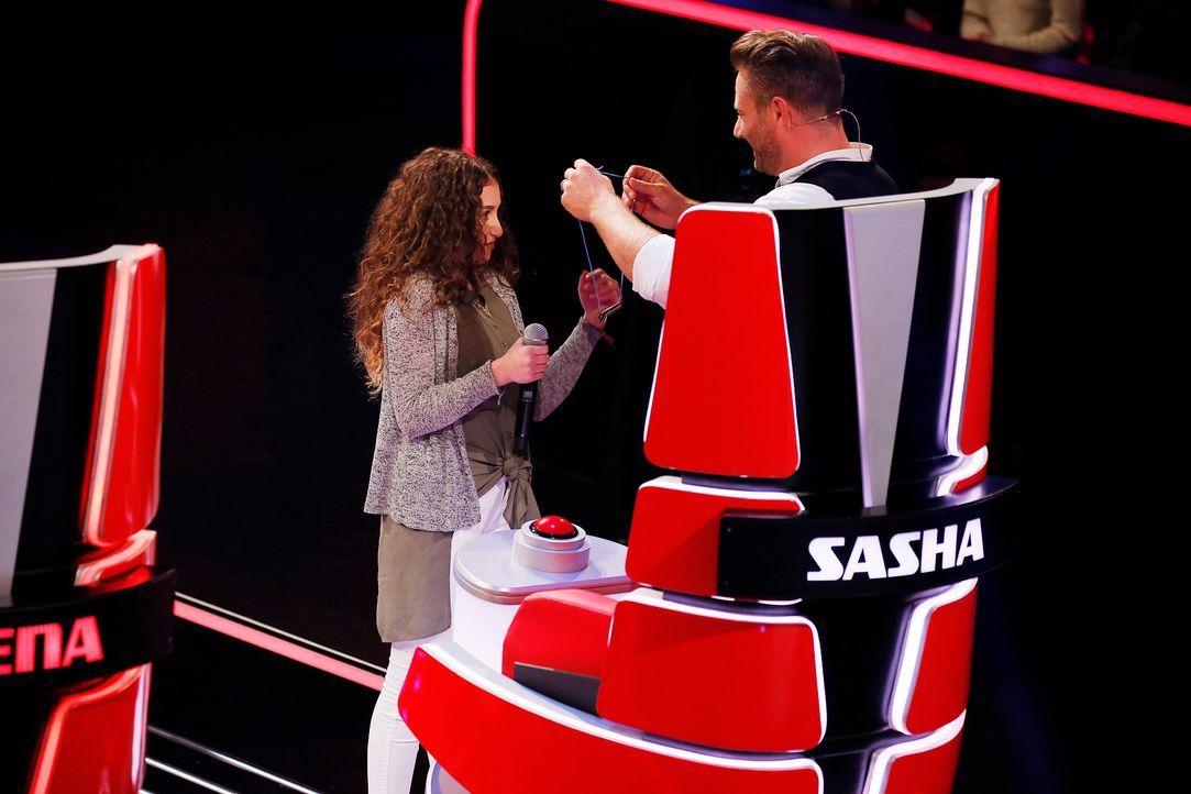 The-Voice-Kids-s04e01-Samira-1-SAT1-Richard-Huebner - Bildquelle: SAT.1/ Richard Huebner